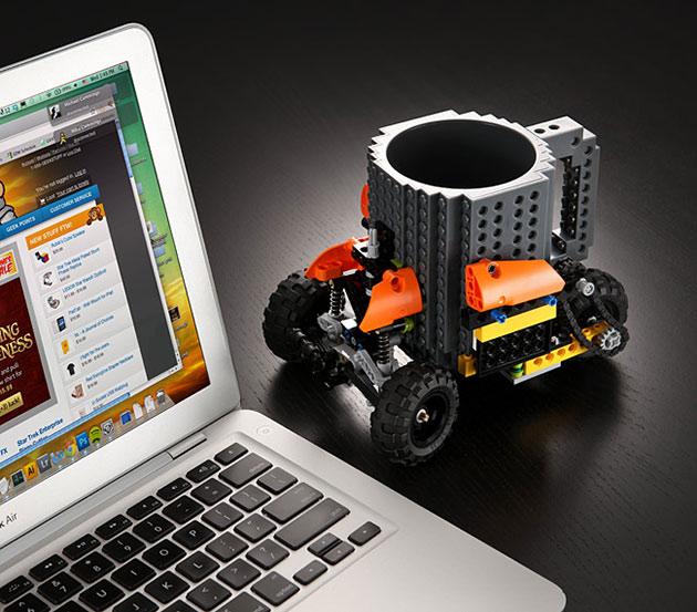 03-Build-On-Brick-Mug