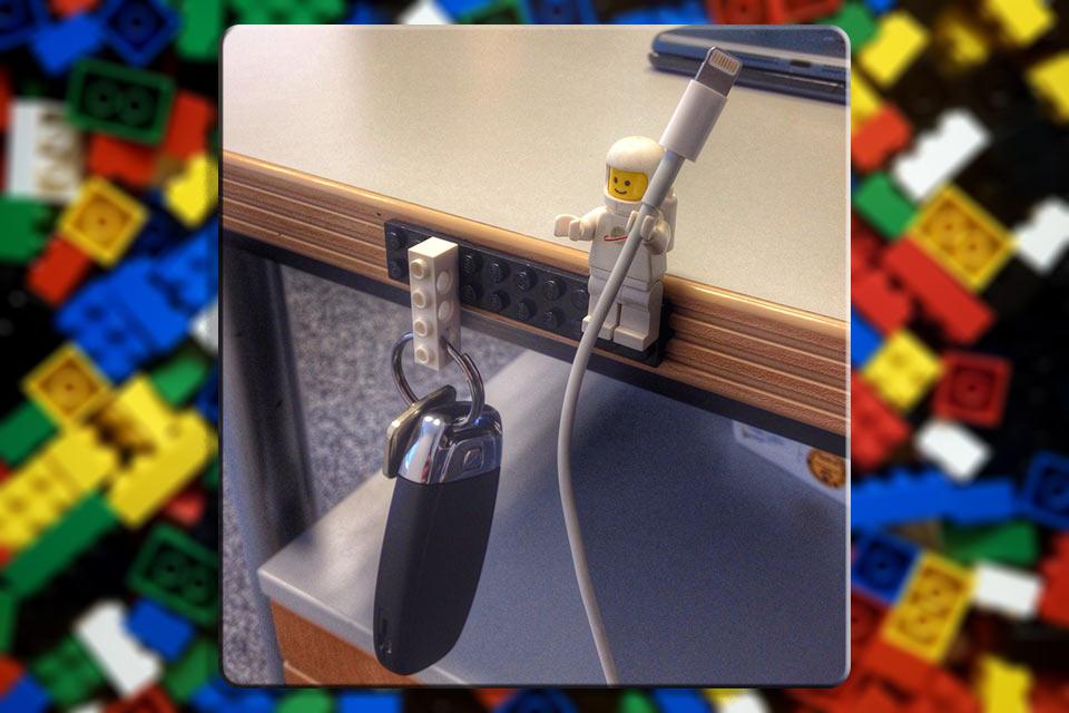 LEGO как держатель для кабелей и ключей