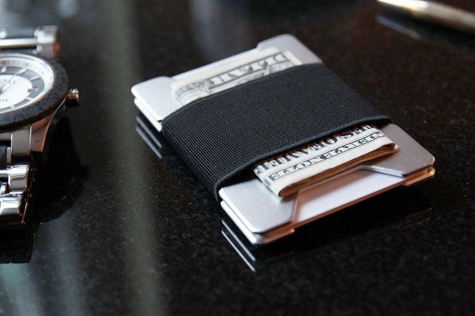 Минималистичный кошелек Asset со встроенным чипом NFC