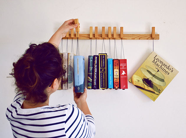 04-Hanging-Book-Rack