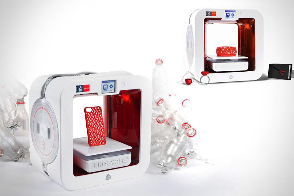 3D-принтер EKOCYCLE Cube, работающий на PET-бутылках