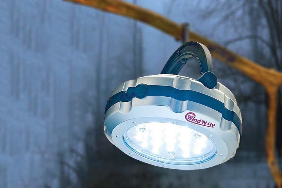 Универсальный фонарь Wind 'N Go Vers-a-Light с ручным электрогенератором