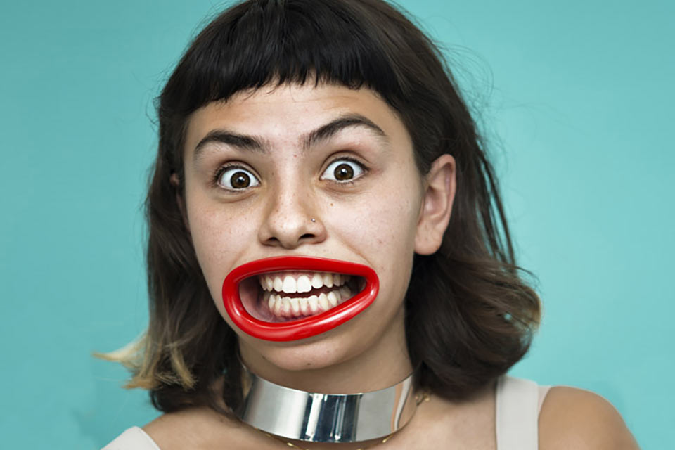 Тренажер HyperLip для улучшения навыка улыбки