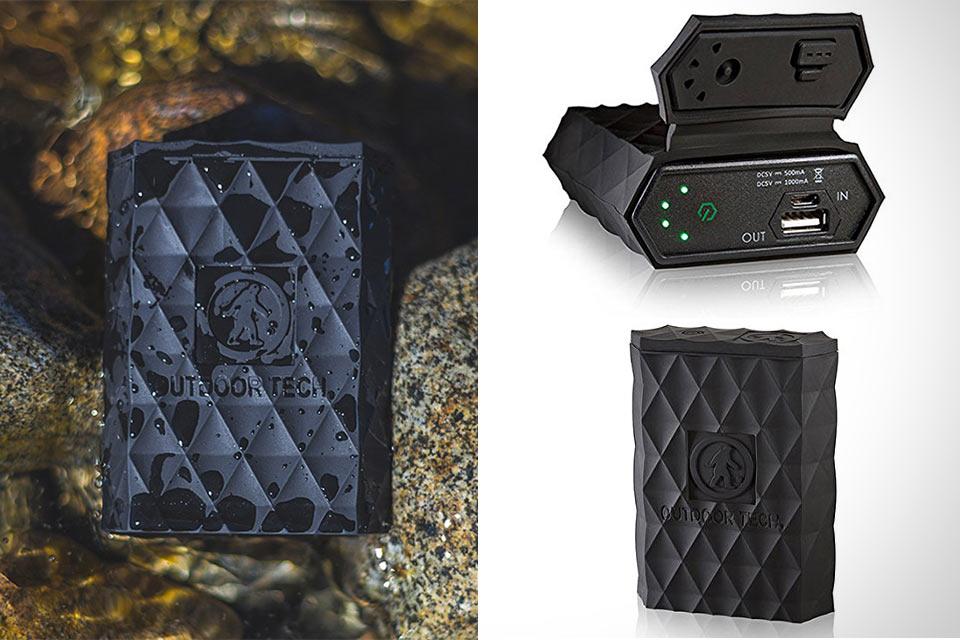 Компактный внешний аккумулятор Outdoor Tech Kodiak с могучей защитой