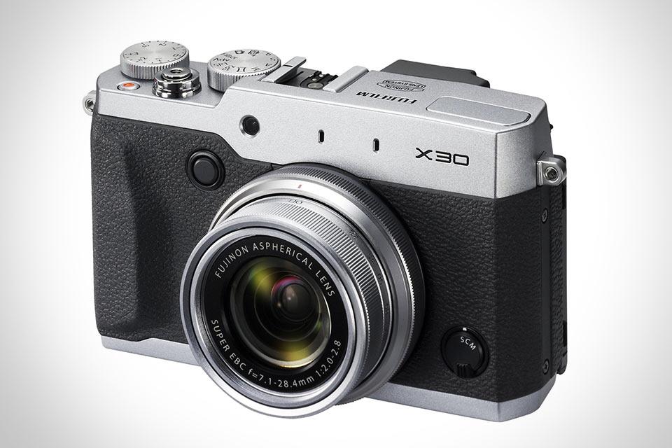 Компактный фотоаппарат Fujifilm X30 с быстрым видоискателем и хорошей оптикой