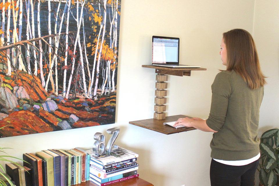 Настенный стол Wall-Mounted Standing Desk