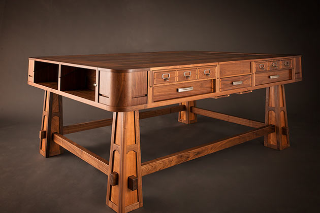 02-Geek-Chic-Gaming-Tables
