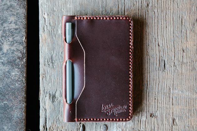 02-Loyal-Travel-Wallet