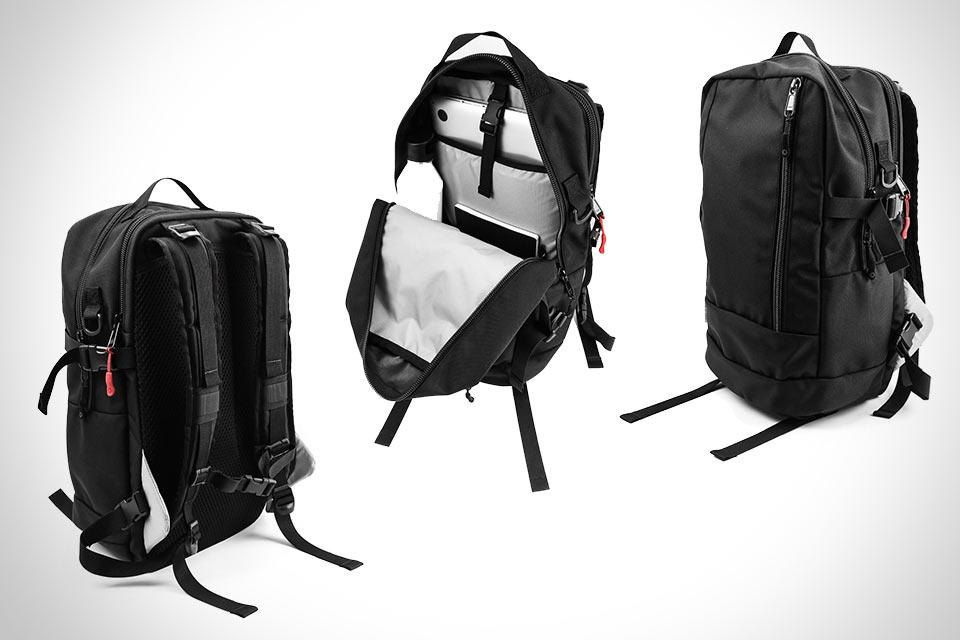 Плоский городской рюкзак DSPTCH Daypack