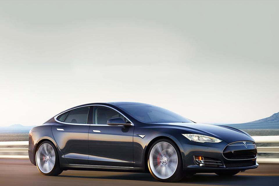 Электрокар Tesla P85D с возможностями McLaren F1 и автопилотом