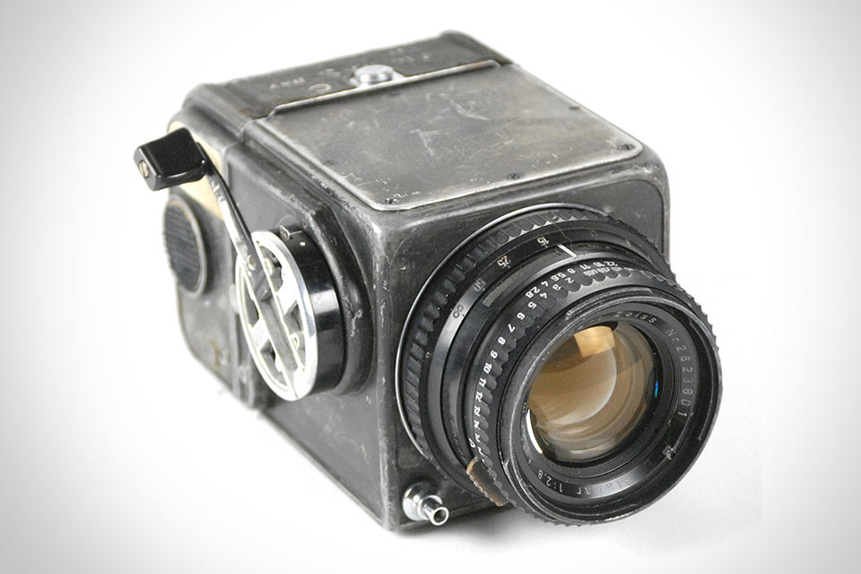 01-First-Hasselblad-in-Space1