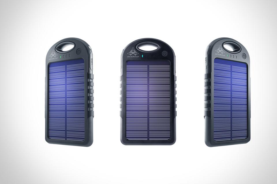 Внешняя батарея Pulse со встроенной солнечной панелью