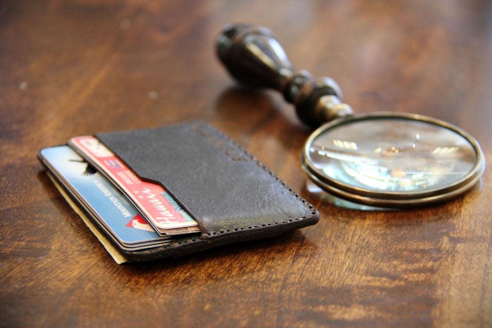 Минималистичный кошелек Bronxton Minimalist с классическим дизайном