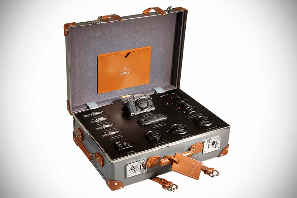 Набор Fujifilm X-T1 Graphite Silver Limited Edition Globe-Trotter Kit с iPad и чемоданом