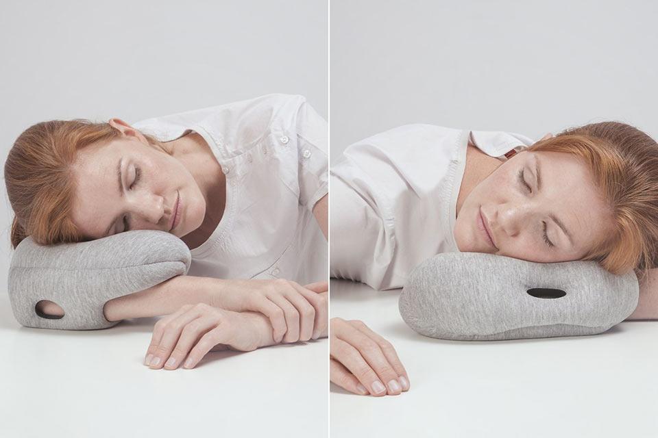 Дорожная мини-подушка Ostrich Pillow Mini на руку