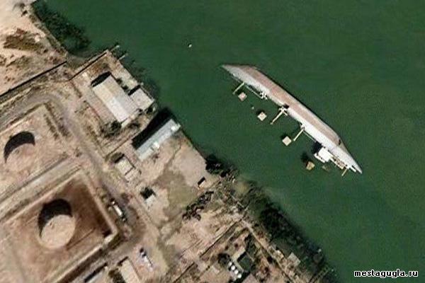 Затонувший танкер в Ираке