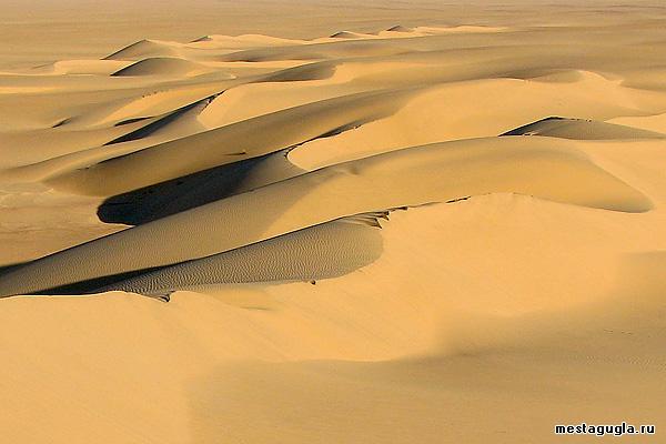 Дюны из желтого песка